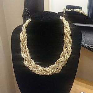 EXPESS BRAIDED NECKLACE-STUNNING